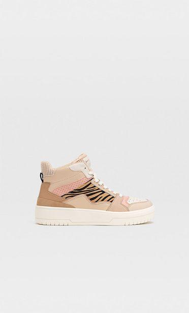 Hohe Sneaker mit farblich abgesetzten Elementen für 39,99€