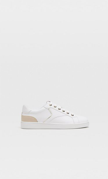 Weiße Sneaker mit Absatzdetail für 19,99€